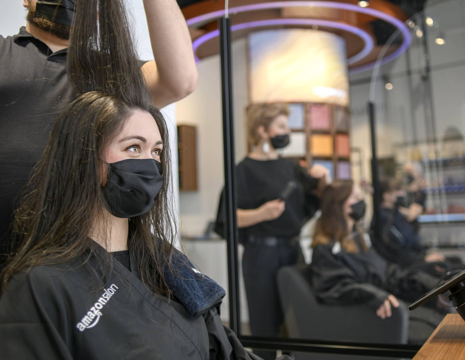 https://cds-technologies.com/Amazon abre su primera peluquería con realidad virtual, QR... y mucho marketing